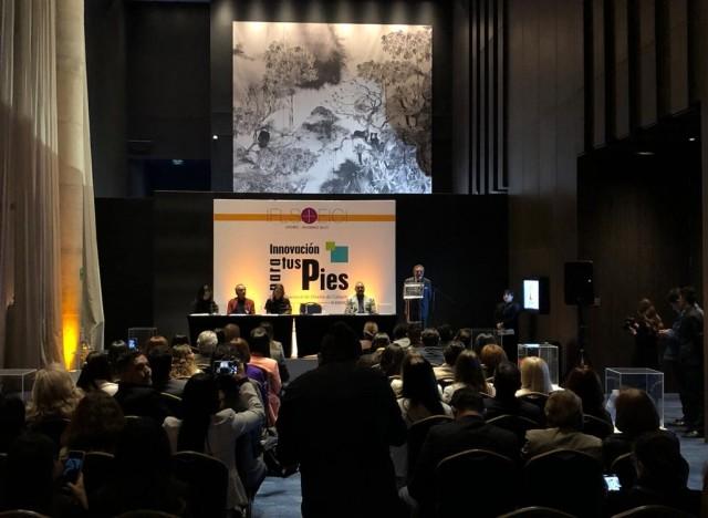 Entrega do Prêmio Design Inovador no fim do 1º dia de Feira