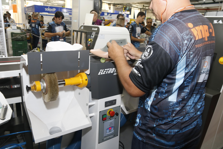 99451d030 Fábrica Conceito apresenta inovação e tecnologia na produção calçadista  durante a Fimec
