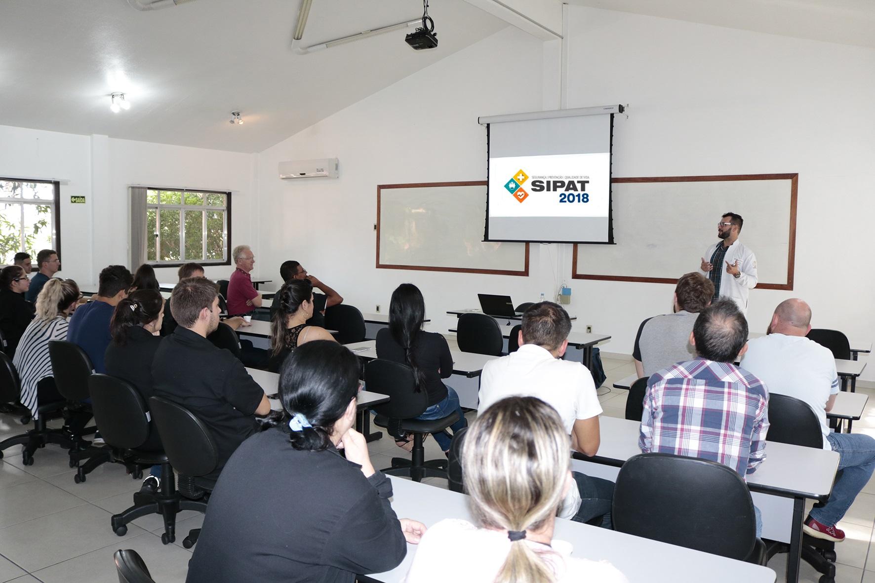 Colaboradores do IBTeC recebem palestra sobre medicina preventiva e qualidade de vida