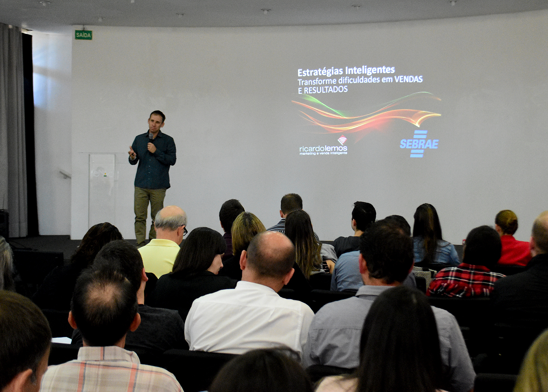 Fenac e Sebrae promovem palestra sobre vendas durante a Semana do Calçado